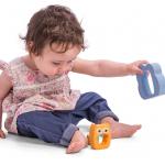 Почему ребёнок снова и снова кидает игрушки