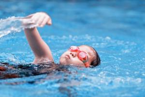 в каком возрасте можно отдать ребёнка в бассейн