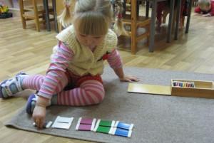 монтессори-материал цветные таблички для изучения цветов