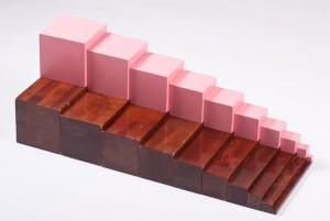 Монтессори-материалы коричневая лестница и розовая башня