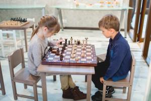 Сосредоточенная игра в шахматы воспитывает волю ребёнка