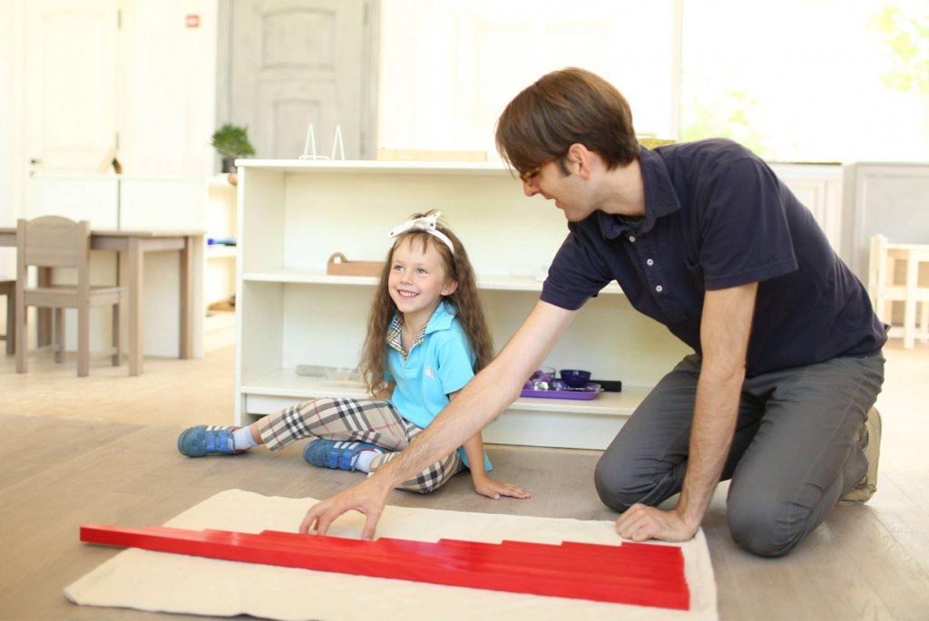 Как презентовать ребёнку Монтессори-материалы