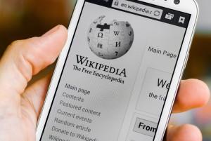 Википедия на телефоне