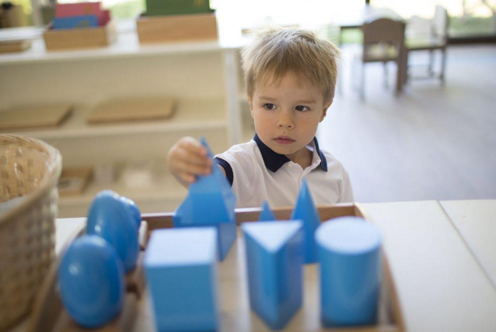 Почему Монтессори-материалы, а не игрушки?