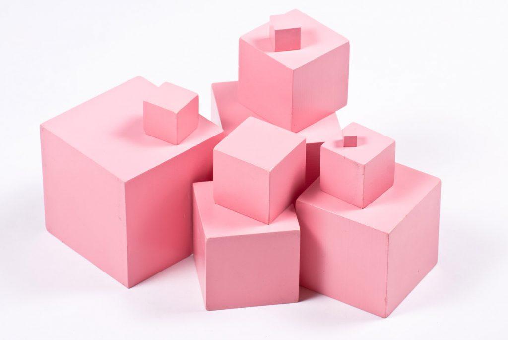 Розовая башня своими руками