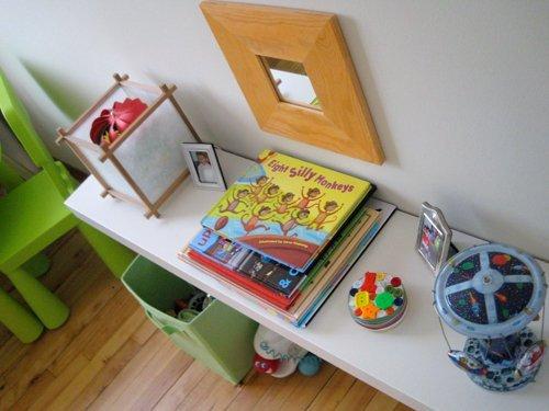 Книги в Монтессори-комнате мальчика Винсента