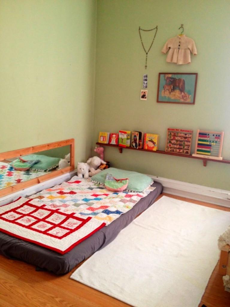 Низкая кровать – это то, что нужно малышу от 2-х месяцев