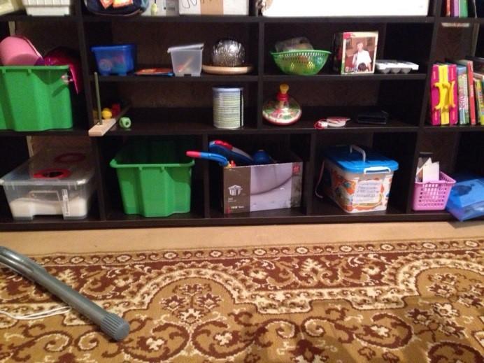 Полки для творчества в детской развивающей комнате
