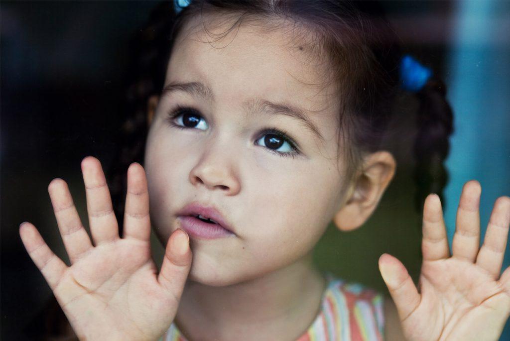 «Как он себя вёл», или обсуждение ребёнка в его присутствии