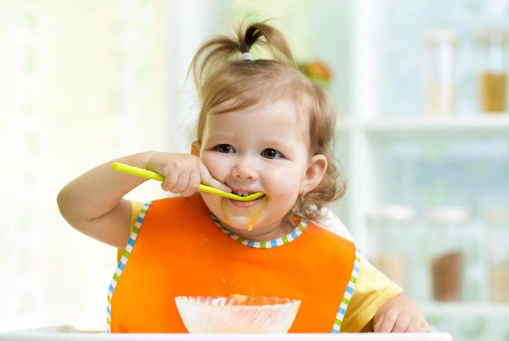 Как помочь ребёнку научиться есть самостоятельно