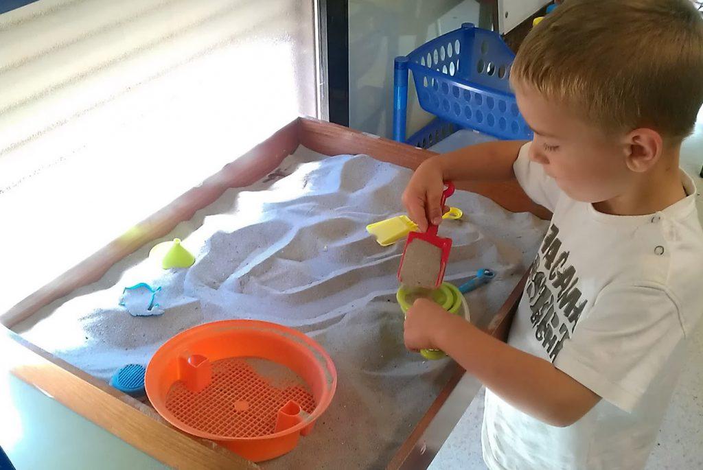 Упражнения с крупами для малышей от двух лет