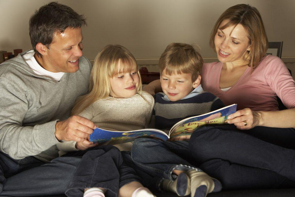 проводить время с детьми