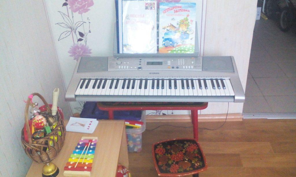 Небольшой синтезатор для ребенка