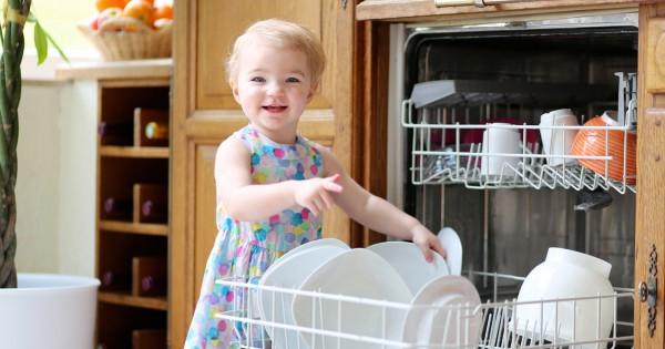 Влияние окружающей среды на ребенка: активность малыша на кухне способствует развитию его самостоятельности