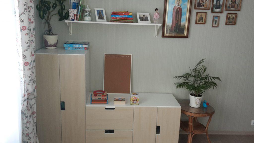 Монтессори дома: низкие полочки и места для хранения