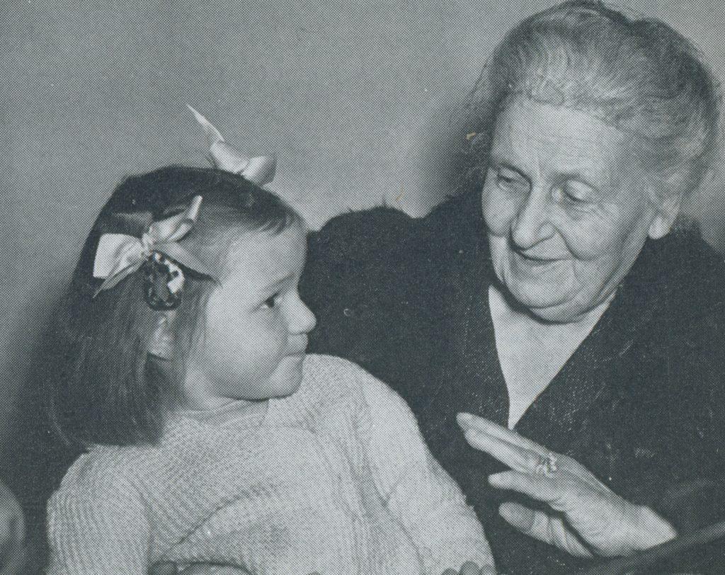 Мария Монтессори и маленькая воспитанница