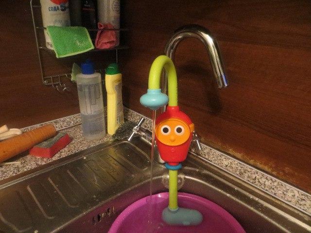 Монтессори-пространство: детский кран на кухне