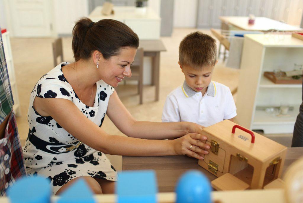 Как по системе Монтессори действуют педагоги с новыми занятиями для детей?