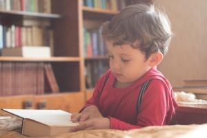 Чтение книг способствует воспитанию любознательности ребенка