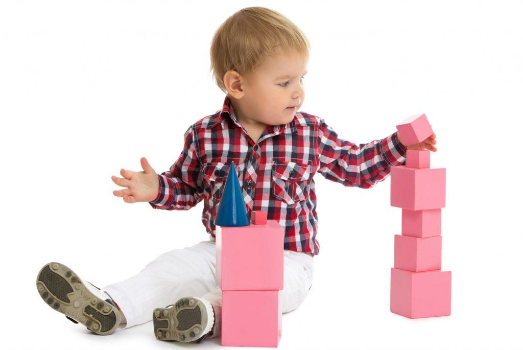 Мальчик и розовая башня
