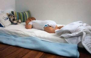 Низкая кроватка