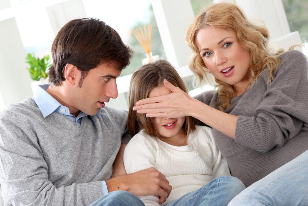 Родители с дочкой