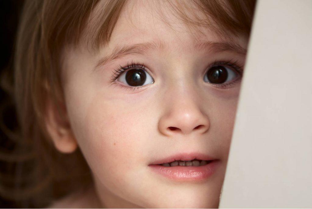 Что делать, если четырёхлетний ребенок боится оставаться один?