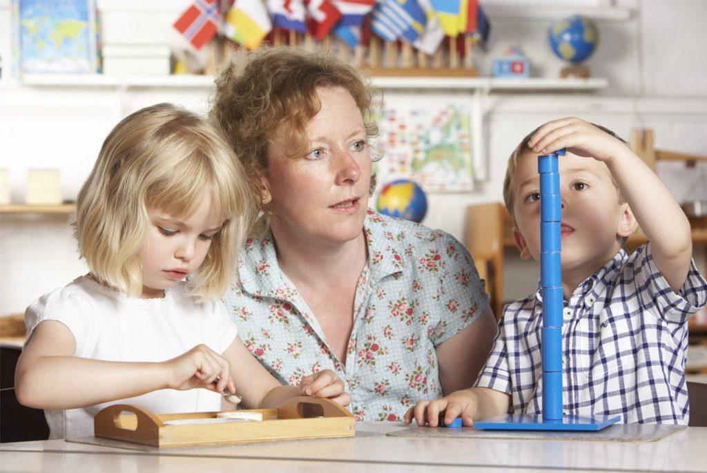 С какого возраста возможно обучать ребёнка по системе Монтессори