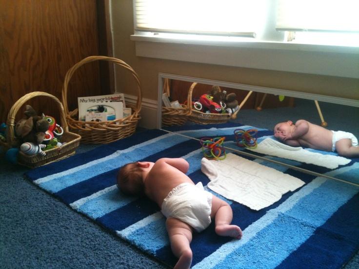Ребёнок на полу