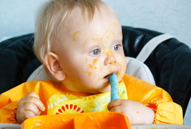как приучить ребёнка кушать с ложки