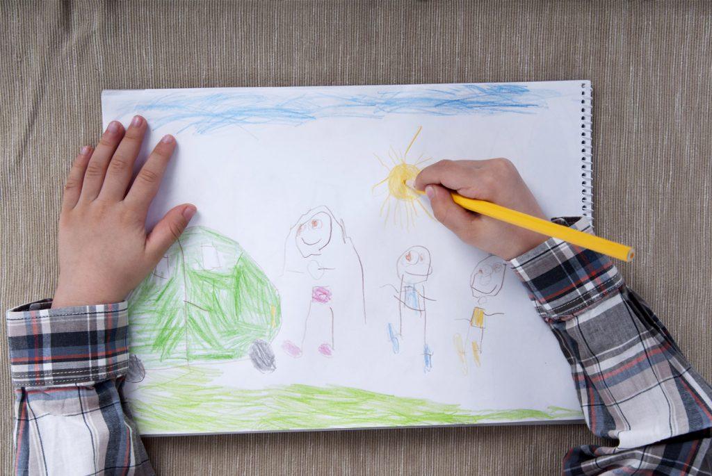 Как рисуют наши дети: стадии развития детских рисунков