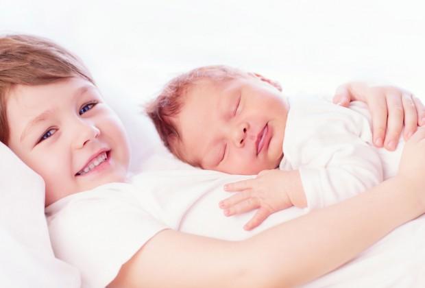 Старший ребенок и новорожденный