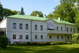 В 1913 году Татьяна Сухотина-Толстая организовала в Ясной Поляне небольшую, как она её называет, «школку» для сельских детей по методу Монтессори.