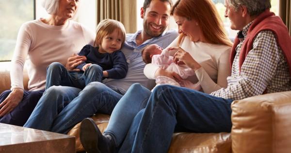 Дети, родители, бабушка и дедушка