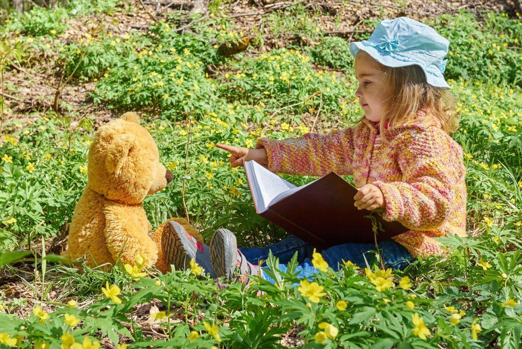 Учимся читать по Монтессори: слова + движение = чтение