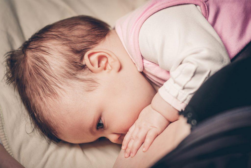 Как помочь ребёнку засыпать без груди