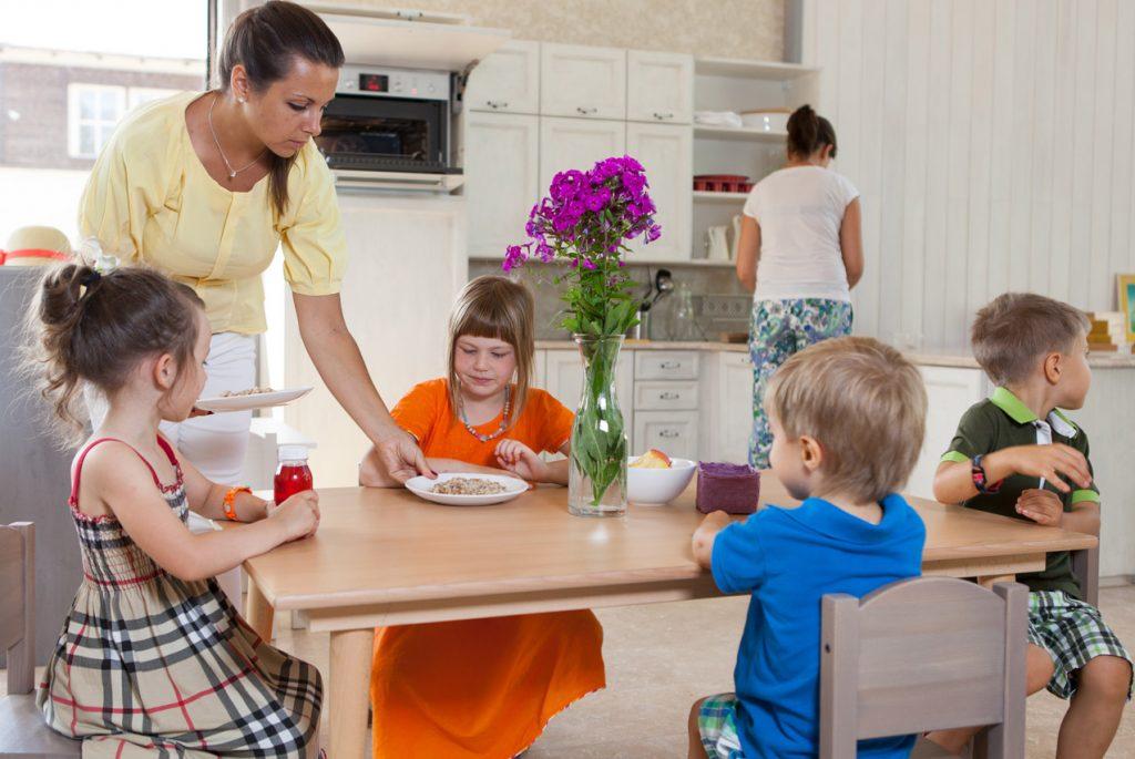 Сколько детей должно быть в Монтессори-группе?