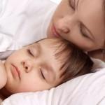 Почему ребёнок хочет спать с мамой