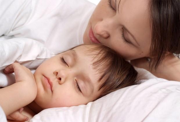 Малыш хочет спать с мамой