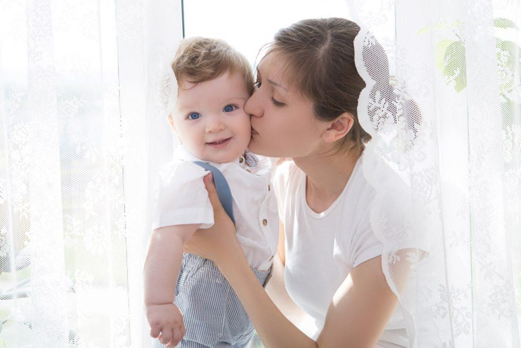 ребенок слушается маму