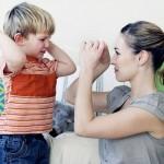 Что делать, если ребёнок обзывается и замахивается на родителей