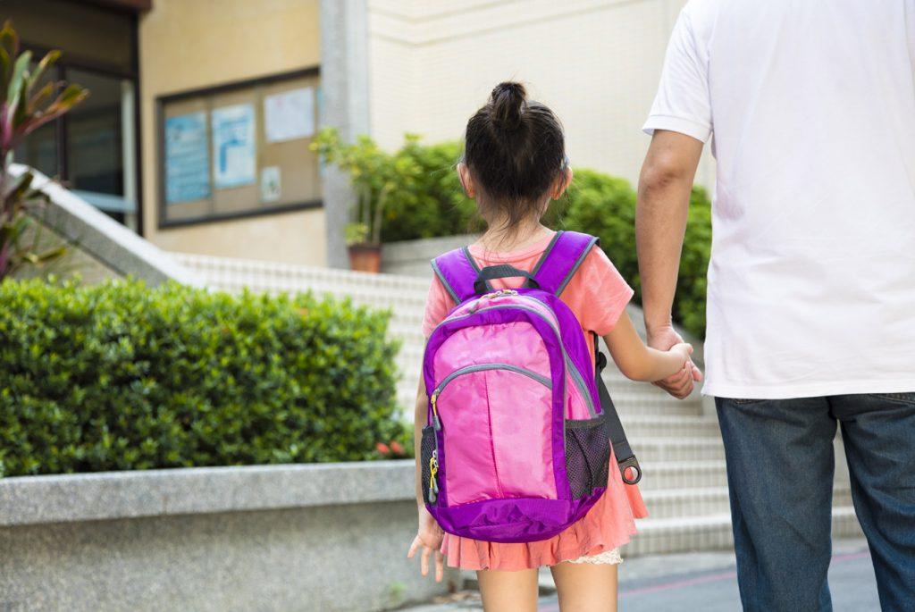 Отпускаем ребёнка в школу в первый раз