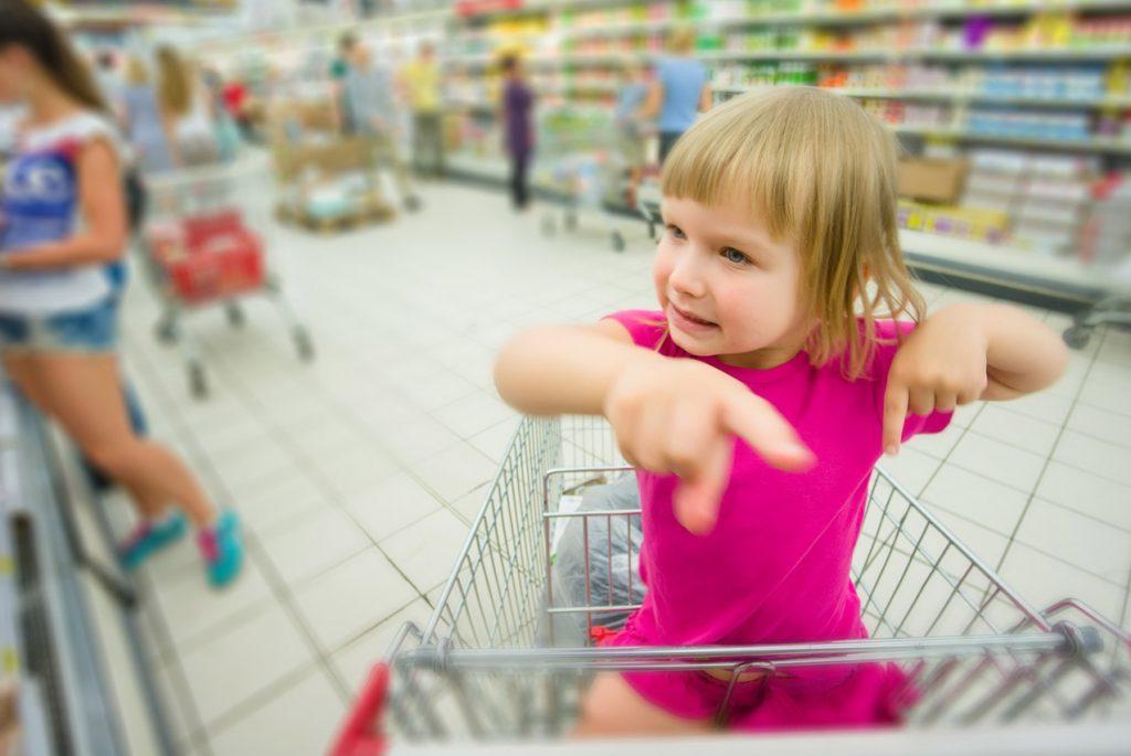Почему дети от 2 до 6 лет выпрашивают игрушки в магазине