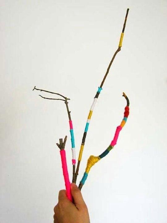 Обматывание веточек нитками