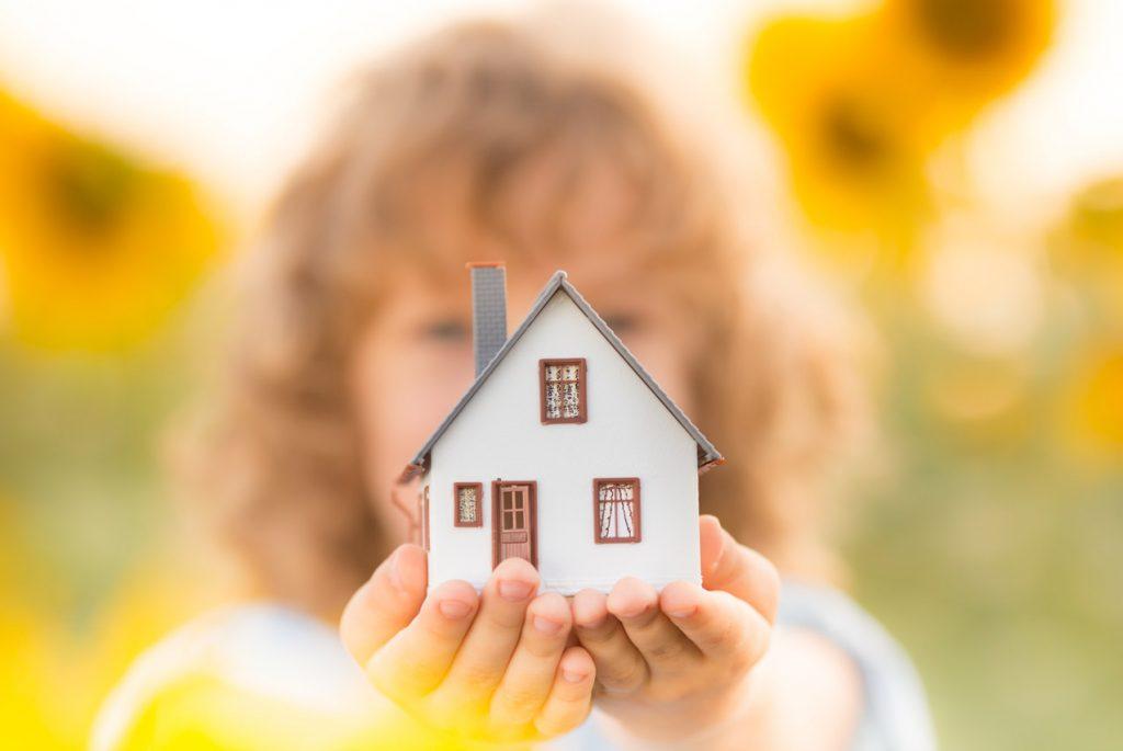 Жить на два дома: вред или благо?