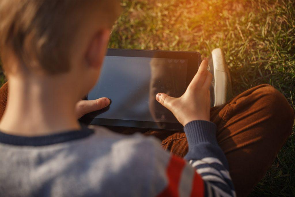 Опыт Монтессори-мамы: гаджеты и ТВ в жизни детей
