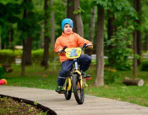 Легко кататья на велосипеде после беговела