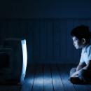 ребёнок перед телевизором