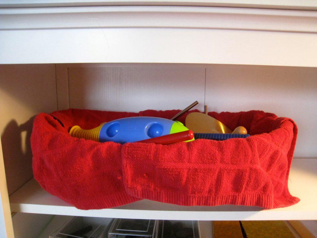 корзина с музыкальными инструментами для детей