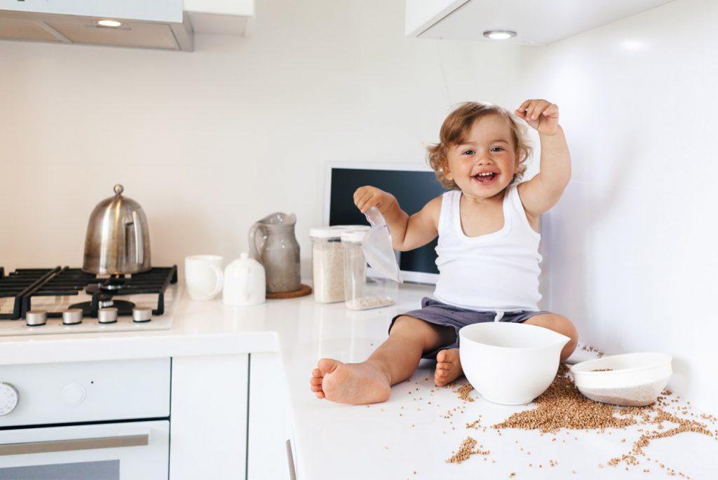 Делать ли уборку при ребёнке